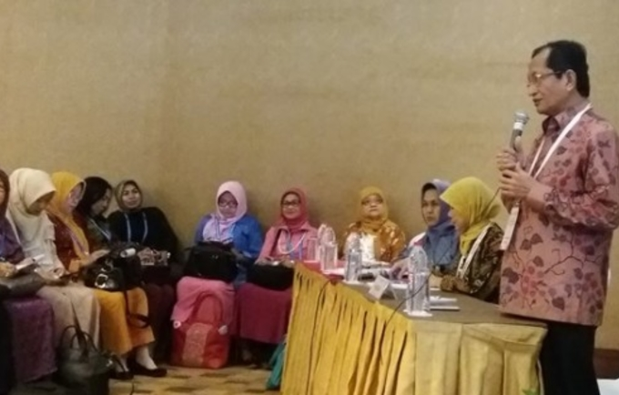 Grand Imam of the Istiqlal Mosque Prof. Nasaruddin Umar speaks to midwives, stressing that FGM/C has no ground in Islamic teachings.