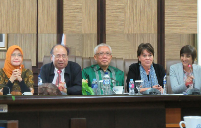 Speakers at the 16th FP2020 Indonesia CEWG meeting (left-right): Woro Srihastuti Sulistyaningrum (BAPPENAS), Siswanto Agus Wilopo (Gadjah Mada University), Wendy Hartanto (BKKBN), Annette Sachs Robertson (UNFPA), Zohra Balsara (USAID).
