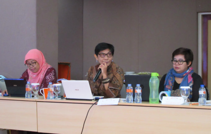 Dewi Susilastuti from Gadjah Mada University, Budi Wahyuni from NCVAW and Siti Nurwati Hodijah UNFPA Research Associate at the meeting to finalize FGM/C survey design.