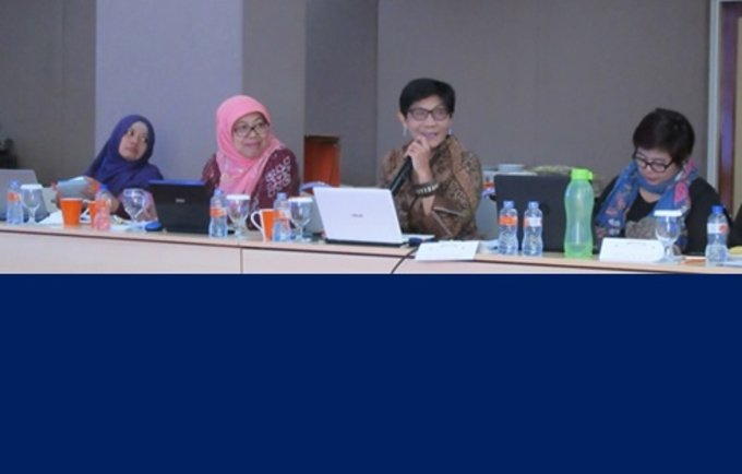 (Left-right) Nining and Dewi Susilastuti from Gadjah Mada University, Budi Wahyuni from NCVAW and Siti Nurwati Hodijah UNFPA Research Associate at the meeting to finalize FGM/C survey design.