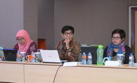 Dewi Susilastuti from Gadjah Mada University, Budi Wahyuni from NCVAW and Siti Nurwati Hodijah UNFPA Research Associate at the meeting to finalize FGM/C survey design.